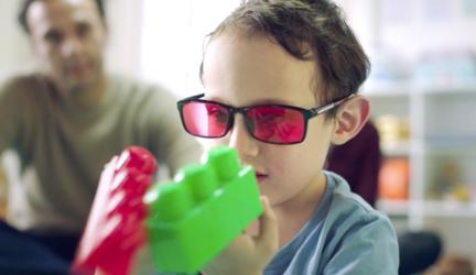 Lentes para tratar el daltonismo en niños